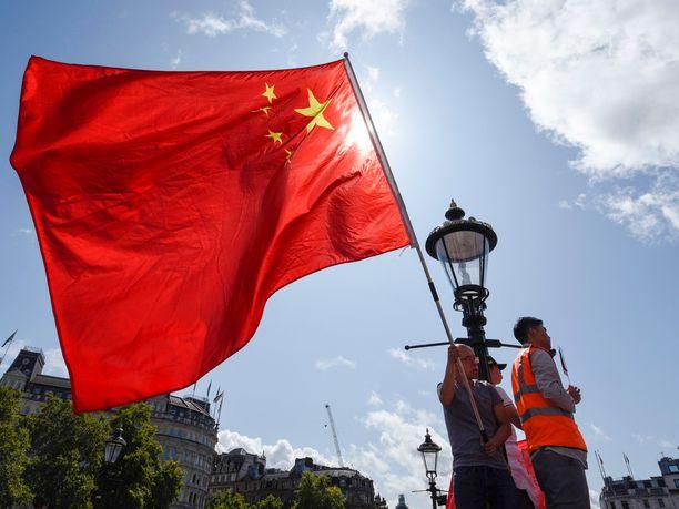 Kansainvälinen suunnistusliitto vei maailmancup-finaalit Kiinaan, koska halusi tukea lajin kasvua yli miljardin asukkaan maassa. Päätöksellä saavutetuista hyödyistä voi olla lopulta montaa mieltä.