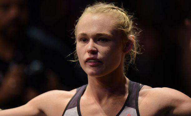 Aviomiehen väitetään pahoinpidelleen UFC:ssä ottelevaa Andrea Leetä jo vuosia.