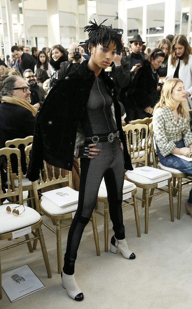 Willow Smith nähtiin Chanelin muotinäytöksessä Pariisissa tällä viikolla.