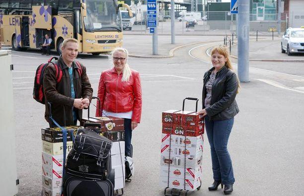 Jokelan perhe kävi hakemassa Tallinnasta olutta ja samppanjaa Sinikka Jokelan 60-vuotispäiville. Koska mukana oli neljä matkustajaa, tuontirajoitukset eivät ylittyneet.