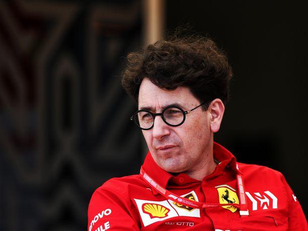 Sebastian Vettelillä on tallipäällikkö Mattia Binotton täysi tuki.
