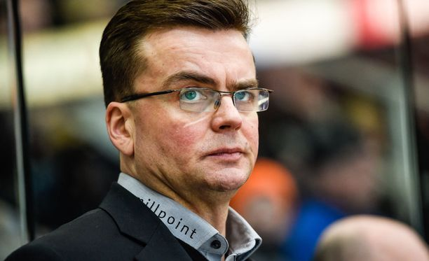 Pekka Tirkkonen oli tyytyväinen Kevin Hendersonin debyyttiin.