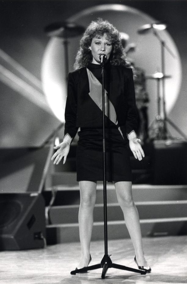 Vuonna 1987 Virve edusti Suomea Euroviisuissa.