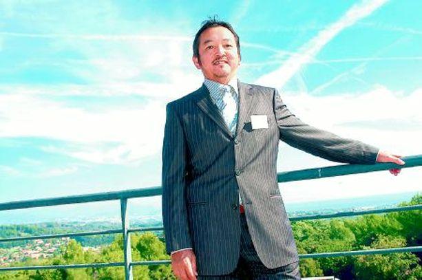 J-LINJA Tokuo Fukuichi puhuu j-faktorista, jolla tarkoitetaan niitä myönteisiä mielikuvia japanilaisuudesta.