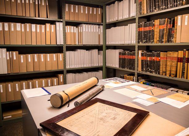 Kansallisarkistosta lainataan paljon aineistoja tutkijoille eri puolille Suomea. Viime aikoina lähetysten palautumisessa on ollut Postin kanssa paljon ongelmia.