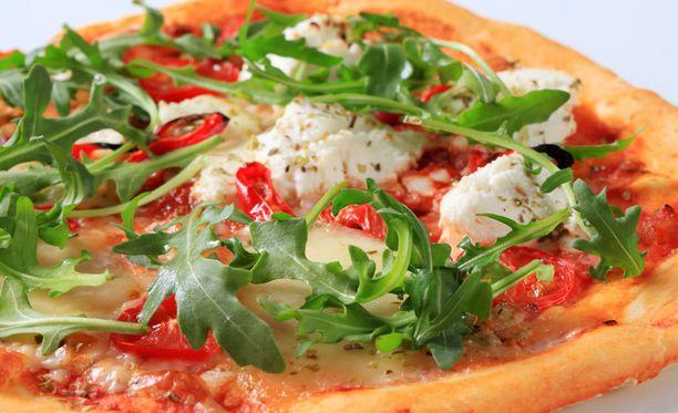 Rucola ja mozzarella ovat terveellisempiä pizzan täytteitä kuin vaikkapa salami.
