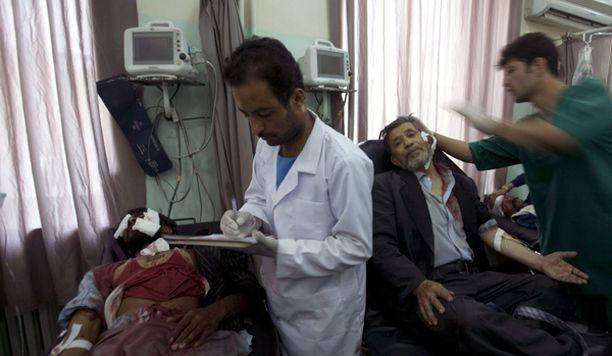 Iskussa haavoittuneita kiidätettiin heti sairaalahoitoon.