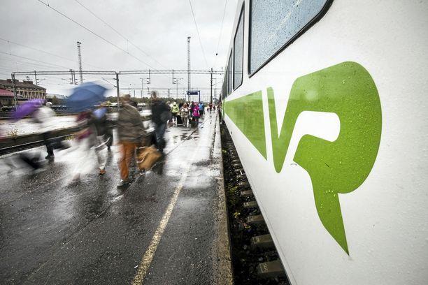 Rovaniemen rautatieasema pysyy auki, mutta esimerkiksi Hämeenlinna ja Riihimäki eivät.