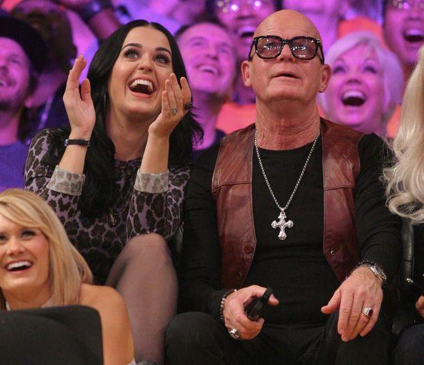 Katy Perry kuvattuna Keith-isänsä kanssa vuonna 2012.