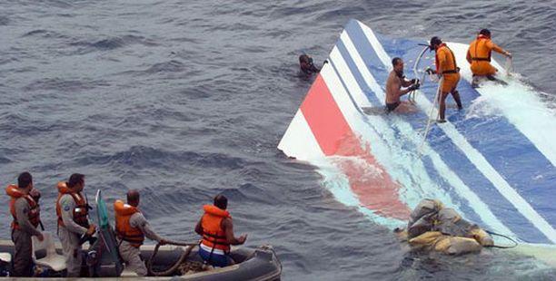 Koneen osia sukellettiin kesäkuun lopussa 2009.