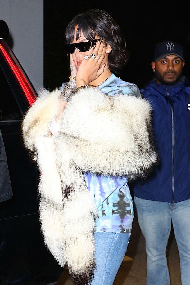 Rihanna vaikutti häpeävän itsekin asuvalintaansa.