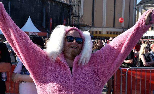 Festivaalijänis Björn oli pomppinut Suvilahteen aina Ruotsista saakka.