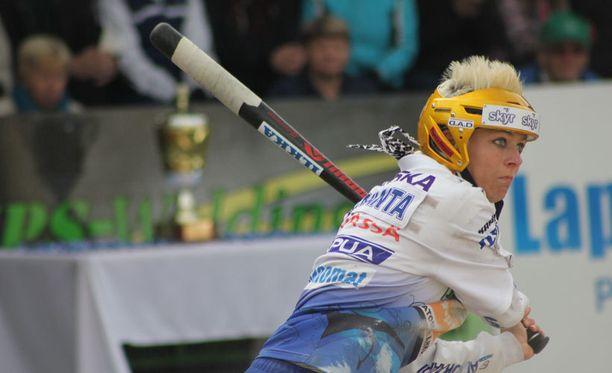Virkiän kärkietenijä Paula Saloranta teki yhden naisten Superpesiksen hurjimmista suorituksista.