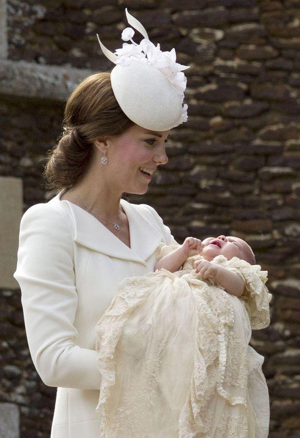 Nyt kolmevuotias prinsessa Charlotte kastettiin kaksi kuukautta syntymänsä jälkeen.