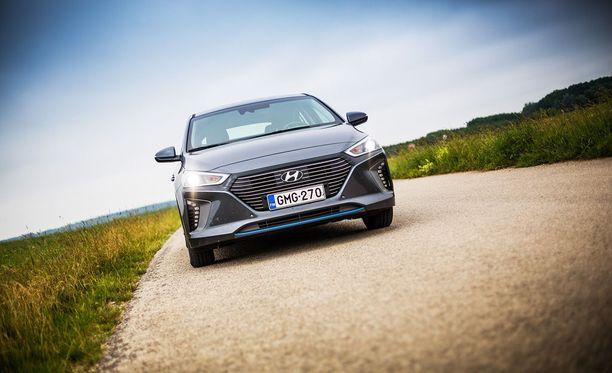 Hyundai IONIQ Hybridillä pystyy ajamaan suuren osan ajasta sähköllä pienestä ajoakusta huolimatta.