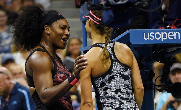 Serena Williams selvisi helpolla US Openin avauskierroksella.