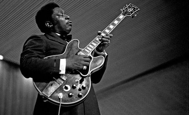 Muun muassa B. B. King on suosinut Gibsonin puoliakustisia kitaroita.
