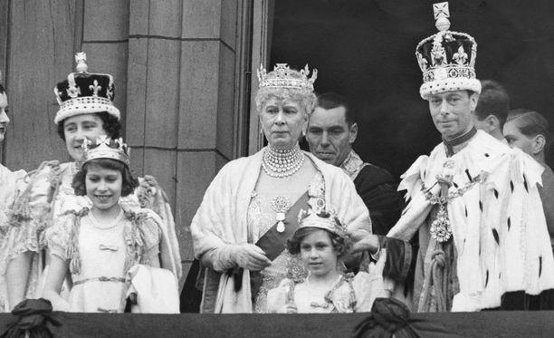 """Nykyinen kuningatar oli """"kuningatarkoulussa"""" pienestä pitäen."""