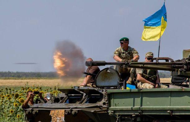 Ukrainan joukot on asetettu valmiustilaan Itä- ja Etelä-Ukrainassa. Kuva harjoituksista.