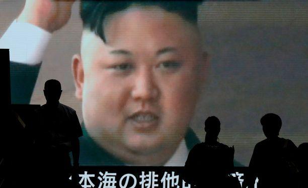 Pohjois-Korean johtaja Kim Jong-un iloitsi tv-lähetyksessä onnistuneesta ohjuskokeesta 4. heinäkuuta.