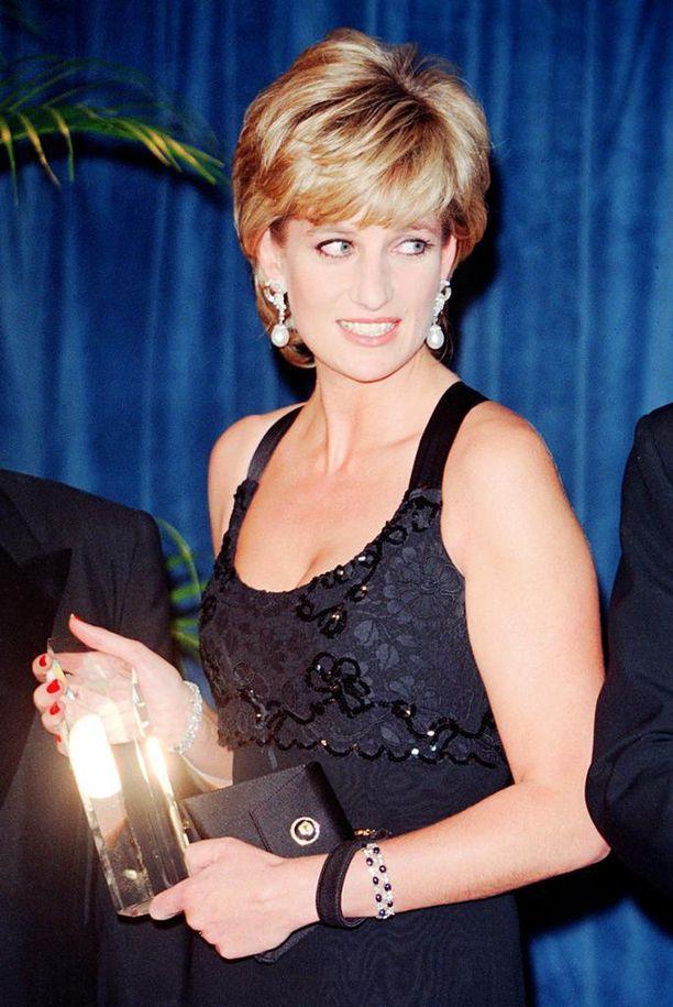 Prinsessa Dianan tavaramerkki oli tuuheat lyhyet hiukset.