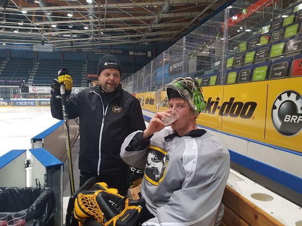 Ari Hilli ja Jussi Rynnäs finaalien välipäivän treenitauolla.