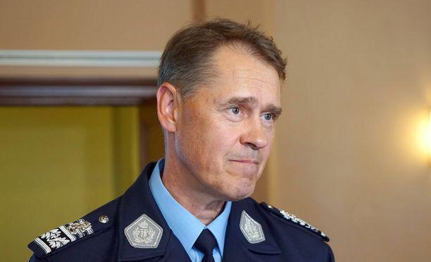 Poliisiylijohtaja Seppo Kolehmainen sanoo, ettei turvapaikanhakijoiden kanssa kannata suosia oman käden oikeutta.