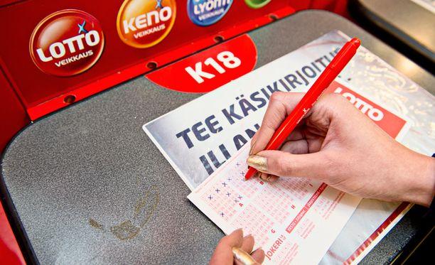 """Kesäkuun alusta lähtien lottoa voi pelata """"vaihtoehtoisella pelitavalla""""."""