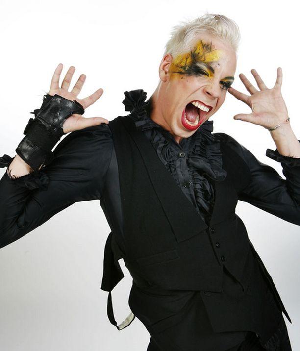 Danceartistina ja drag queeninä tunnetun Cristal Snown viisubiisi oli tarttuva.