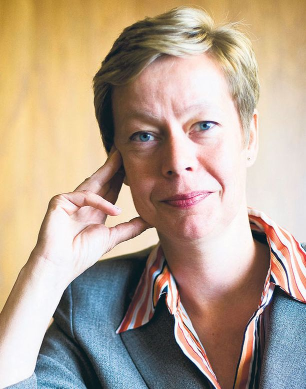 EK:n työmarkkinajohtaja Eeva-Liisa Inkeroinen on keskeisellä paikalla työmarkkinasuhteita kehitettäessä.
