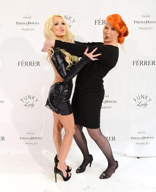 Iltaa emännöivät Férrerin Susanna Penttilä ja Funky Ladyn Saara Salmenkallio.