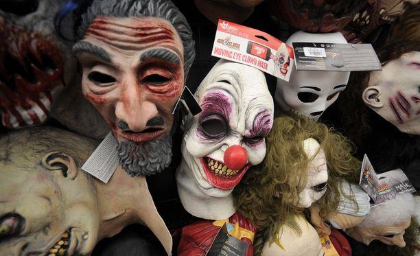 Klovninaamioihin pukeutuneet ihmiset, jotka pelottelevat muita, ovat herättäneet keskustelua mediassa viime päivinä.