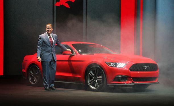 Henry Fordin jälkeläinen, pääjohtaja Bill Ford hehkutti uutta Mustangia.