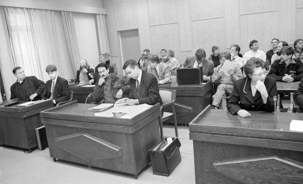 Dollariväärentäjä Pekka Erkkilän oikeudenkäynti Lahden käräjäoikeudessa 1975.