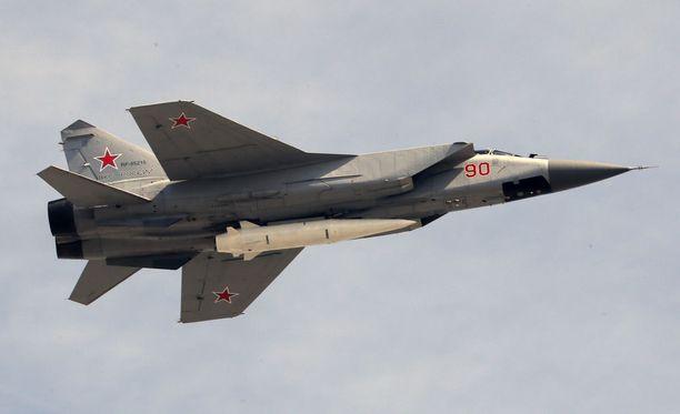 Hypersoniset Kinzhal-ohjukset ammutaan ilmasta käsin esimerkiksi MiG-31 -hävittäjäst. Kuvassa Kinzhalilla varustettu hävittäjä.