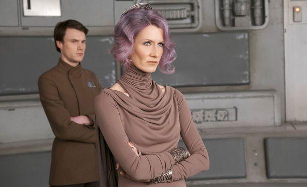 Laura Dern esittää elokuvassa amiraali Holdoa.