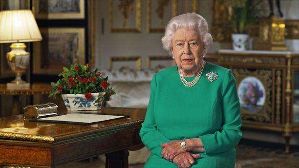 Maailman pitkäaikaisin ja tunnetuin elossa oleva hallitsija, kuningatar Elisabet piti 5. huhtikuuta koronakriisiin liittyen televisiopuheen. Puhe nauhoitettiin Windsorin linnassa ja arvatenkin hallitsija ei takellellut, vaan puhe taltioitui ensi yrittämällä.