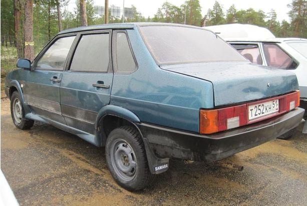 Haluatko erottua? Teet sen varmasti sedan-korisella Lada Samalla. Vuosimalli on 1990.