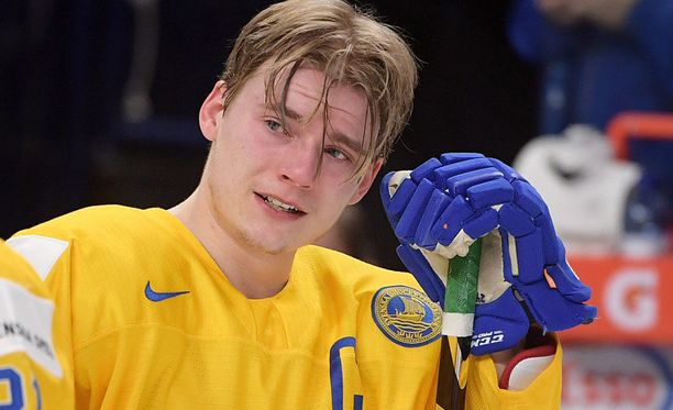 Lias Andersson heitti viime tammikuussa hopeamitalinsa katsomoon.