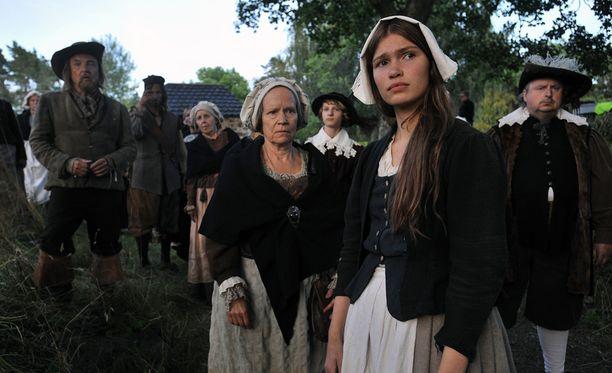 Tuulia Eloranta (oikealla edessä) näytteli naispääosaa Tulen morsiamessa.