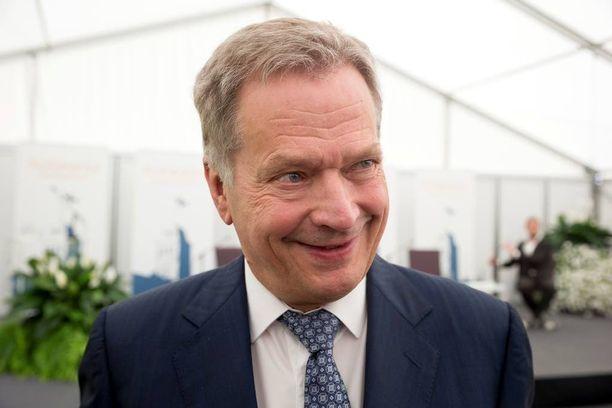 Tasavallan presidentti Sauli Niinistö oli erittäin tyytyväinen aamun keskustelutilaisuuden antiin. Kolmatta kertaa järjestettävässä Kultarannan keskustelutilaisuudessa on tänä vuonna ensimmäisen kerran ulkomaalaisia puhujia.
