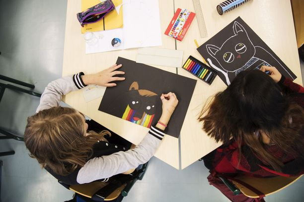 Kuvaamataidontunti. Pirkkalan koulu uusi opetussuunnitelma OPS koulu peruskoulu kuvaamataito