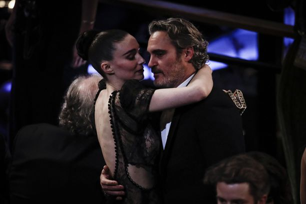 Rooney Mara ja Joaquin Phoenix ovat saaneet perheenlisäystä.