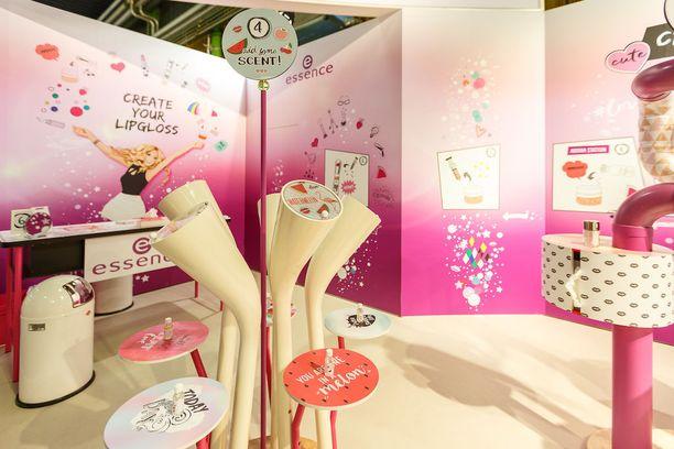 Berliinissä on avautunut Essencen Makers Shop, jossa asiakkaat pääsevät luomaan itse vaikkapa oman huulikiiltonsa.