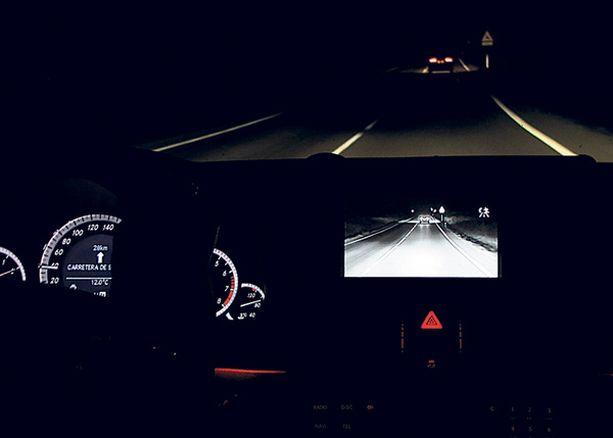 S-sarjasta tutun Nigh Vision-järjestelmän infrapunasilmät saa nyt myös E-sarjaan.