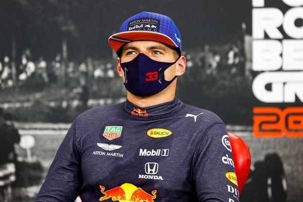 Max Verstappen on kyllästynyt Mercedeksen ylivoimaan.