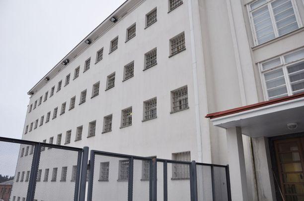 Riihimäen vankila kuuluu Etelä-Suomen rikosseuraamusalueeseen, jossa tutkimusta tehtiin. Riihimäen vankila on Suomen korkeimman turvaluokituksen vankila.