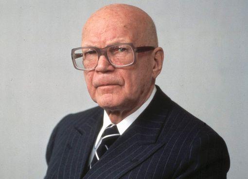 Jarmo Korhosen uutuusteoksen mukaan Urho Kekkonen oli viimeisinä presidenttivuosinaan kykenemätön hoitamaan tehtäviään.