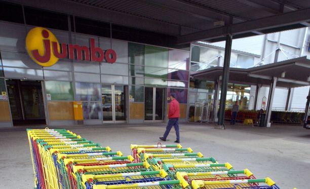 Suomalaisperheen sunnuntain ostosreissu Vantaan Jumbossa sai ikävän käänteen.