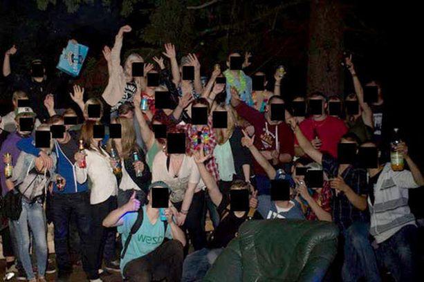 Vihtiläisellä autiotilalla biletettiin yötä päivää, kunnes poliisi keskeytti juhlat. Bileet jatkuivat taas, kun poliisi oli poistunut.